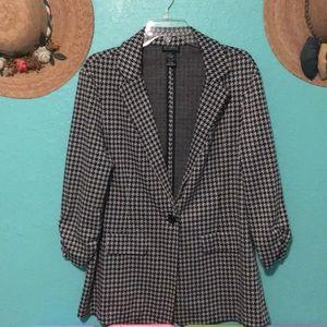Jackets & Blazers - Three quarter sleeve blazer with one button